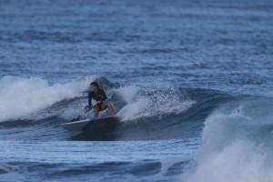 Karen Jacobson surfea por Puerto Vallarta 3