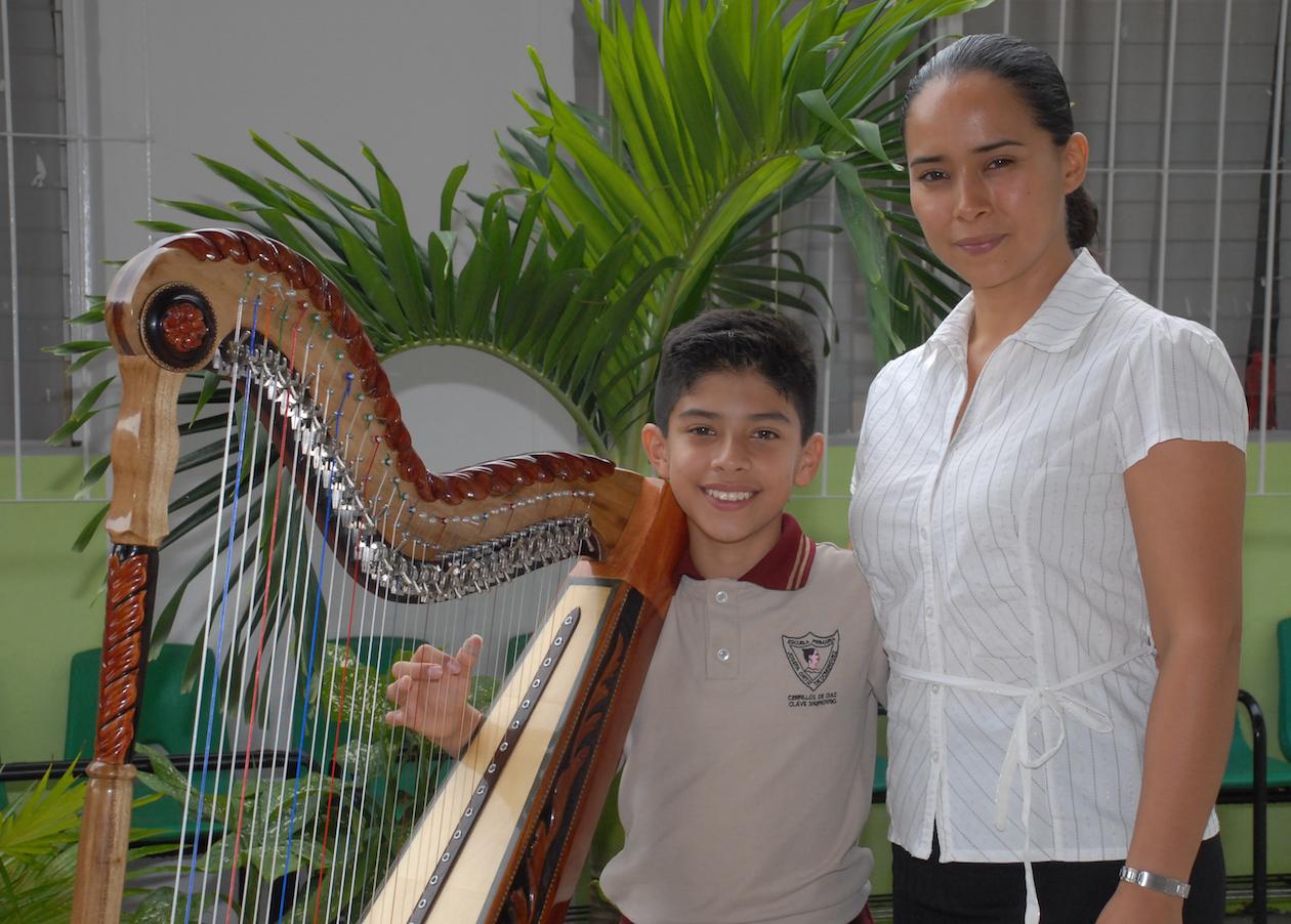El pequeño Eduardo y su madre la Sra. Yamina Colín