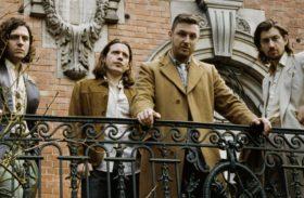 """ARCTIC MONKEYS LANZARÁ UN 7″ DEL """"TRANQUILITY BASE HOTEL & CASINO"""""""